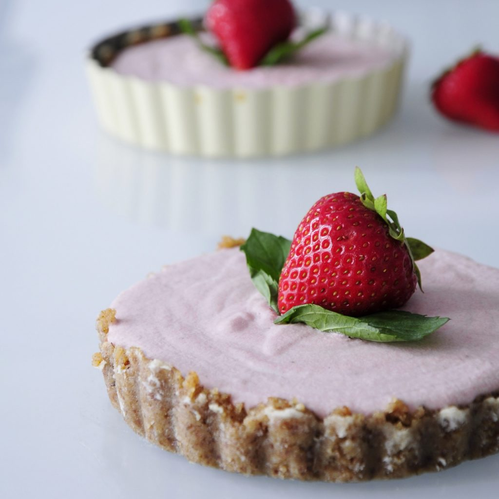 Mini Vegan Strawberry Cheesecake - Vegan Family Recipes