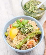 One Pot Lemon Asparagus Quinoa Recipe topped with a Rocket (Arugula) Pesto | VeganFamilyRecipes.com | #vegan #dairyfree