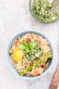 One Pot Lemon Asparagus Quinoa Recipe topped with a Rocket (Arugula) Pesto | VeganFamilyRecipes.com | #vegan #vegetarian