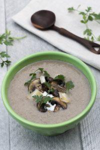 Healthy Mushroom Leek Soup - Vegan Mushroom Leek soup recipe with cauliflower to make creamy. - Vegan Family Recipes #healthy #vegan