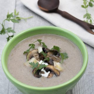 Vegan Mushroom Leek Soup with garlic, thyme, cauliflower, and almond milk. Low calorie, healthy, gluten-free - Vegan Family Recipes #health #lunch
