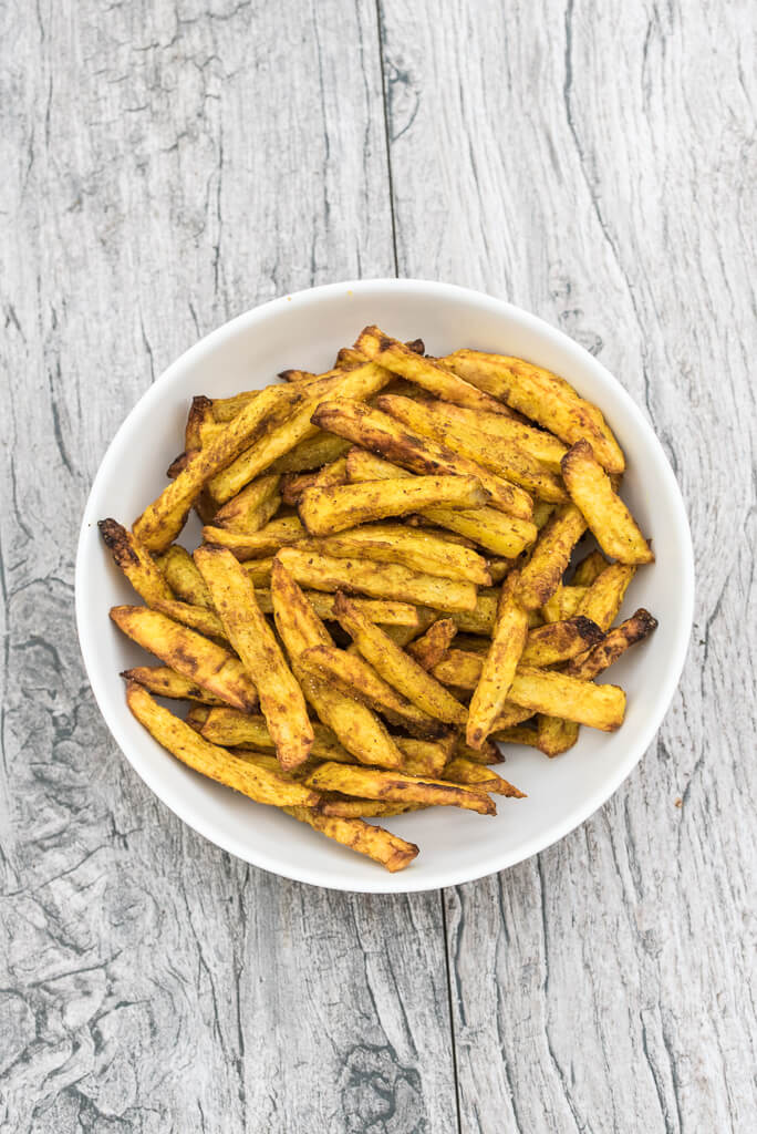 Crispy Baked Curry Fries Recipe, healthy, homemade french fries seasoned with curry - VeganFamilyRecipes.com #healthy #baked
